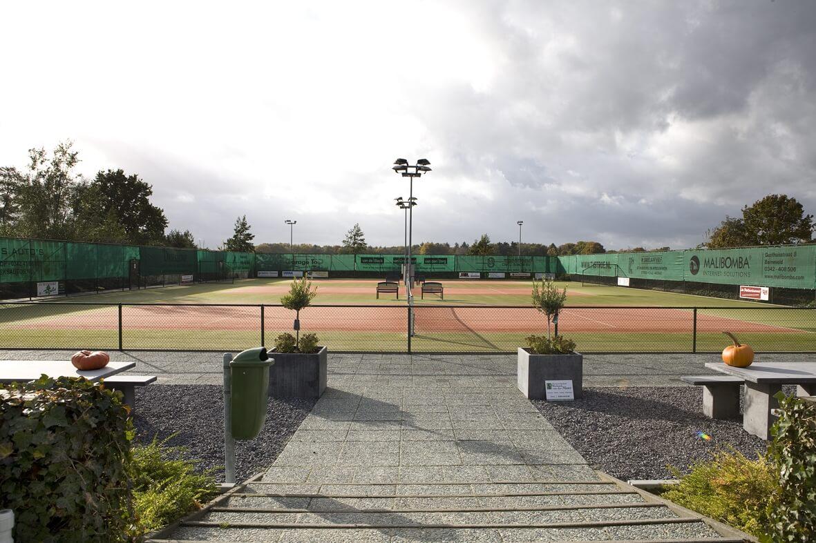 TennisBaanMetZon